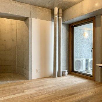 円弧のデザインがお部屋を繋げてくれます。