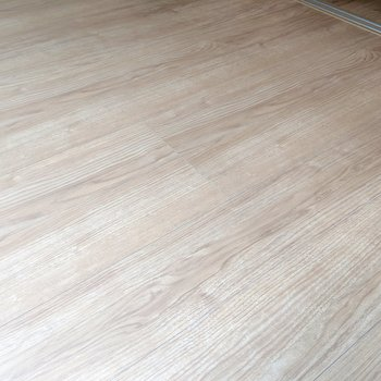 【LDK】新築ならではのサラサラ床を味わってほしい。(※写真は2階の反転間取り別部屋のものです)