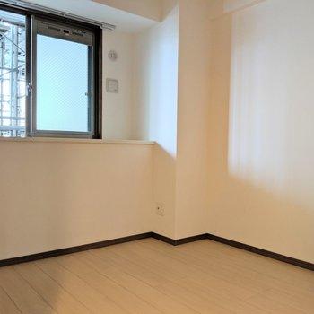【洋室7.5帖】窓際が気になる。。(※写真は2階同間取り別部屋工事中のものです)