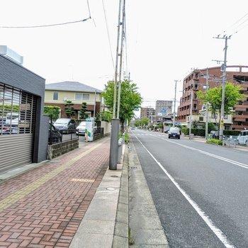 駅までの道のりは歩きやすい大きな通りや