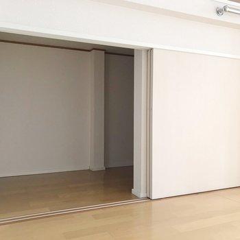 ロフトしたの物置。お布団など季節物の収納にぴったり!(※写真は8階の同間取り別部屋、清掃前のものです)