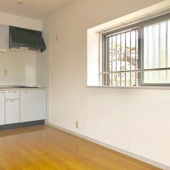 キッチンも収納が多くて使いやすそう!(※写真は3階の反転間取り別部屋のものです)
