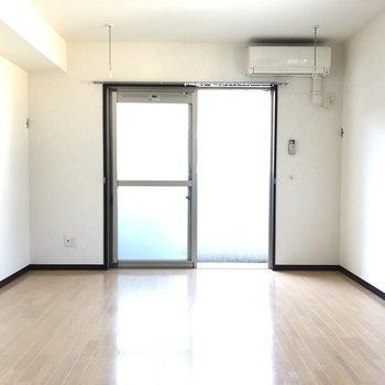 室内に物干し竿が通せるようになってますね◎※写真は2階の反転間取り別部屋のものです