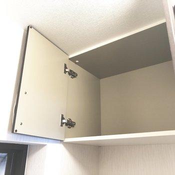 上にも収納棚。ここは高いので使う頻度の少ないものをしまいましょう◎※写真は2階の反転間取り別部屋のものです