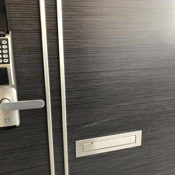 暗証番号式のドアロックは鍵を取り出す手間が省けちゃう◎