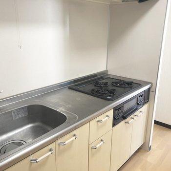 冷蔵庫スペースはきっちり仕切られています。※写真は2階の反転間取り別部屋のものです
