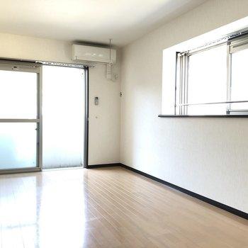 2面採光は角部屋の特権です。※写真は2階の反転間取り別部屋のものです