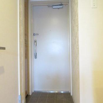 玄関もそれなりに(※写真は4階の同間取り別部屋のものです)