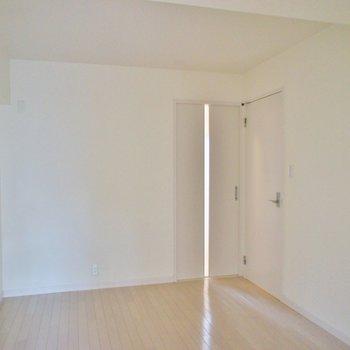洋室の使い勝手も良さそう※写真は同タイプの別室。