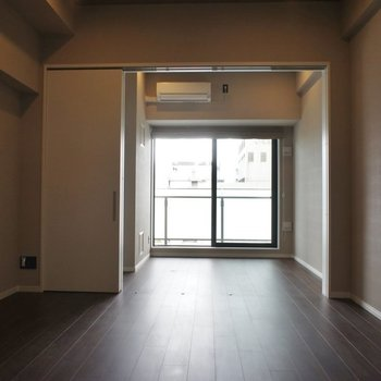 間仕切りを開けるとこんな感じ◎※写真は同タイプの別室。
