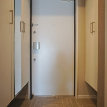 玄関も高級感たっぷり!※写真は同タイプの別室。