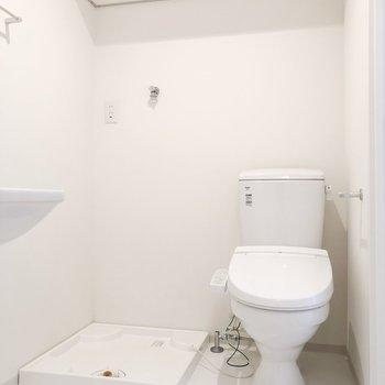 脱衣所に洗濯機があると脱いだ服をそのまま入れられて便利です ※写真は前回募集時のものです