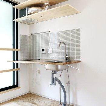 上の戸棚に調理器具を収納できます ※写真は前回募集時のものです