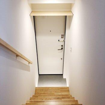 玄関ドアの上に靴を収納できるだけでなく…… ※写真は前回募集時のものです