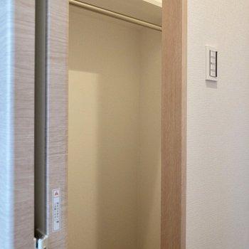 【洋室】クローゼットは廊下に。