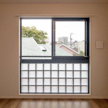 【洋室】ここもガラスブロック。