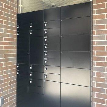 郵便受けや宅配ボックスは入り口に。
