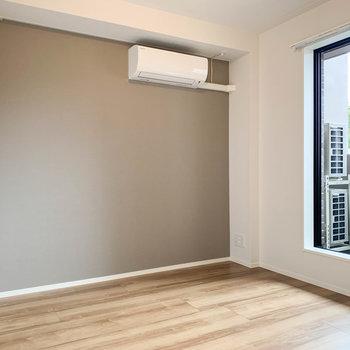 【洋室6.5帖】廊下から1番奥に、もう1つの洋室です。※写真は前回募集時のものです