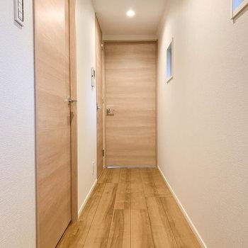 さて、3階の廊下の部分です。洋室が2つとお風呂があります。※写真は前回募集時のものです