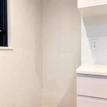 【LDK】奥に冷蔵庫置き場があります。※写真は前回募集時のものです