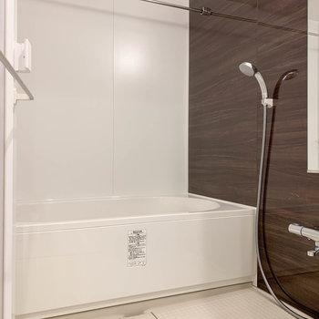 浴室乾燥や暖房、追い炊きの付いたお風呂です。※写真は前回募集時のものです
