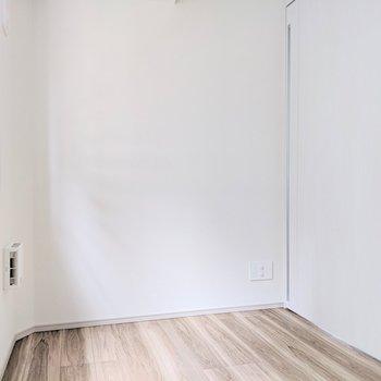 【洋室①】ベッドルームにすると導線がいいかも!※写真は8階の同間取り別部屋のものです