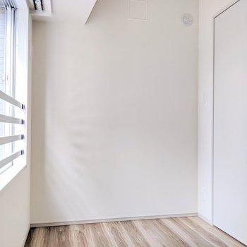 【洋室②】作業部屋や物置に※写真は8階の同間取り別部屋のものです
