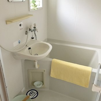 2点ユニットです。浴室にも窓があるから明るい♬(※写真は別棟1階同間取り角部屋、モデルルームのものです)