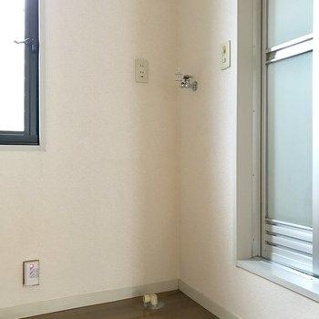 バスルーム入り口に洗濯機が置ける!(※写真は別棟1階同間取り角部屋、モデルルームのものです)