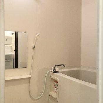 浴室乾燥もできますよ。※写真はクリーニング前のものです