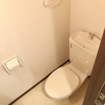 トイレにも魅力たっぷり。※写真はクリーニング前のものです
