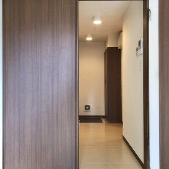 それでは廊下へ。※写真はクリーニング前のものです