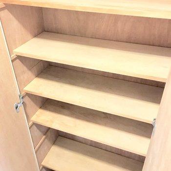 シューズボックスは大容量です◎(※写真は3階の同間取り別部屋のものです)