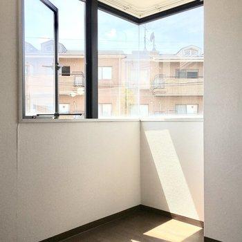 コーナー窓が開放的な空間へ♪(※写真は3階の同間取り別部屋のものです)