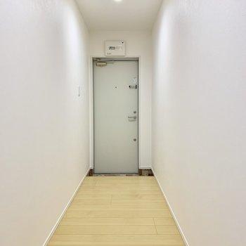 玄関までは、ながーい廊下です