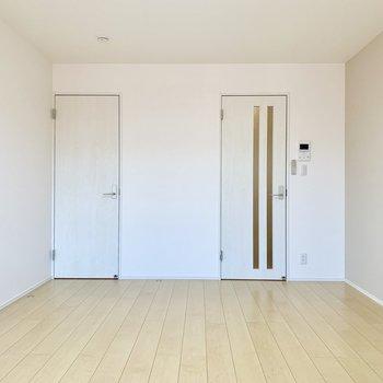 白で爽やかなお部屋です