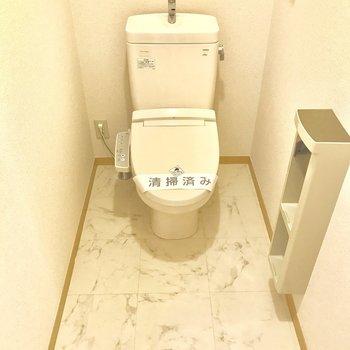 トイレは縦長にスペースがあります。