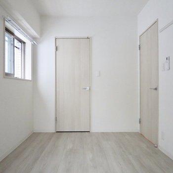【洋室】実はこのお部屋も2面採光なんです