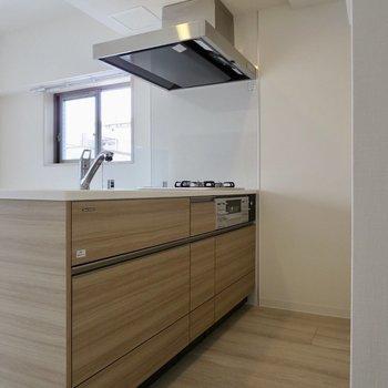 【LDK】お部屋に合わせたシックなデザインのキッチン