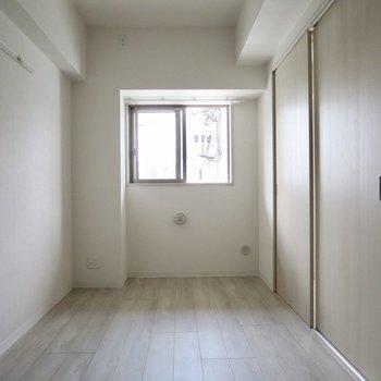 【洋室】ではお隣の洋室へ、気分で開け閉めできるのがいい!
