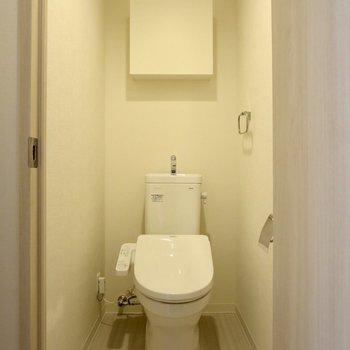 トイレには収納スペースがあります