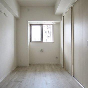 【洋室】ではお隣の洋室へ、気分で開け閉めできるのがいい!※写真は3階の同間取り別部屋のものです