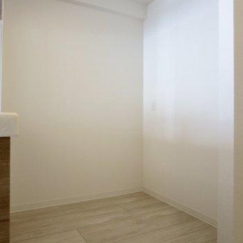 【LDK】冷蔵庫や食器棚はここに※写真は3階の同間取り別部屋のものです