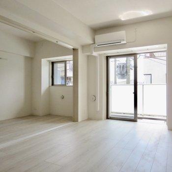 【LDK】引き戸を開けると大きなワンルームになります※写真は3階の同間取り別部屋のものです