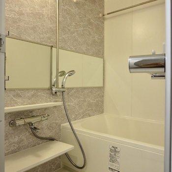 追い焚き・浴室乾燥機能付きです◎※写真は3階の同間取り別部屋のものです
