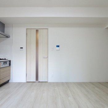【LDK】ダイニングテーブルはキッチンの向かい側がよさそう※写真は1階の同間取り別部屋のものです
