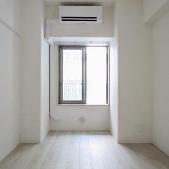 【洋室】ここは寝室にしたいな※写真は1階の同間取り別部屋のものです