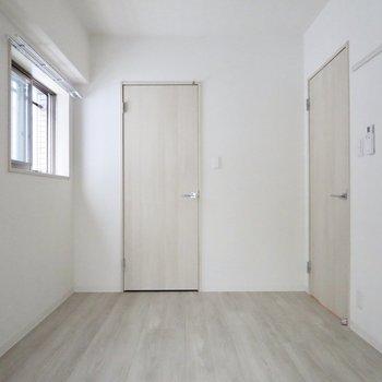 【洋室】実はこのお部屋も2面採光なんです※写真は1階の同間取り別部屋のものです