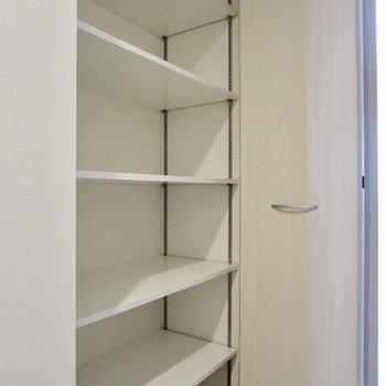 日用品などはここにしまえます◎※写真は1階の同間取り別部屋のものです