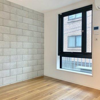 窓が大きくて気持ち良い!※写真は2階の同間取り別部屋のものです